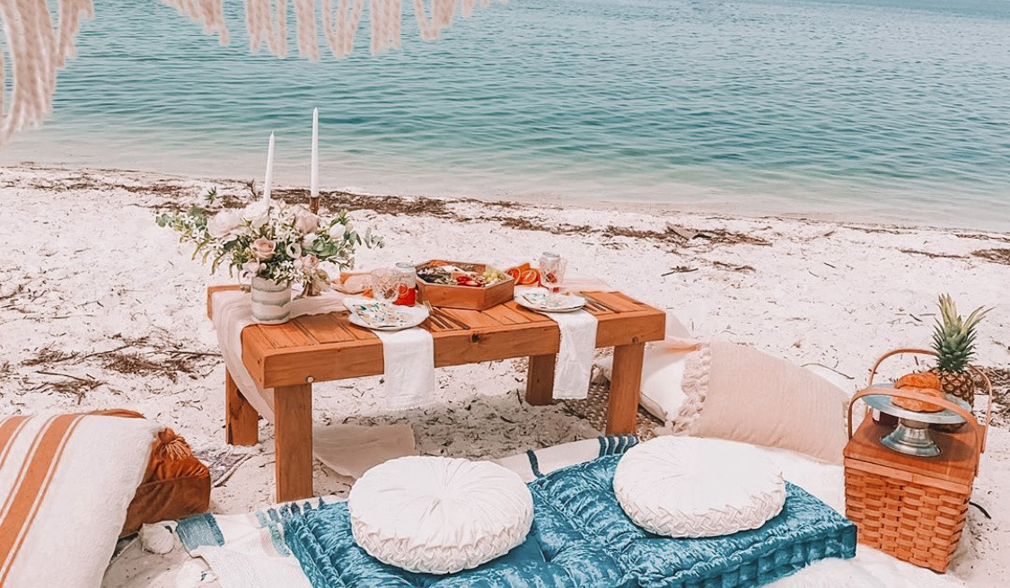 How to Plan a Romantic Tampa Bay Picnic for Two